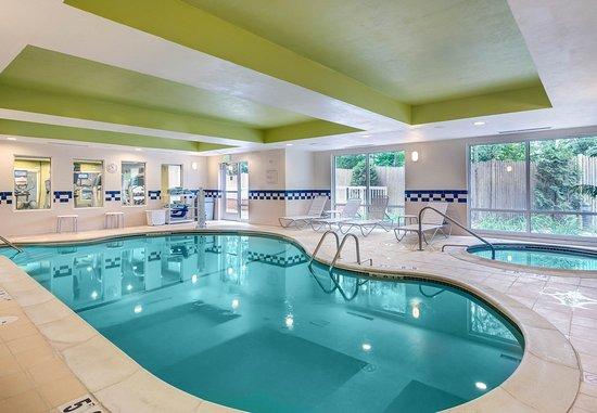 Auburn, MA: Indoor Pool & Whirlpool