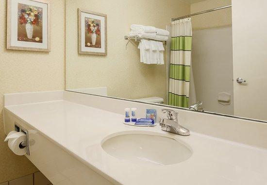Uniontown, PA: Guest Bathroom