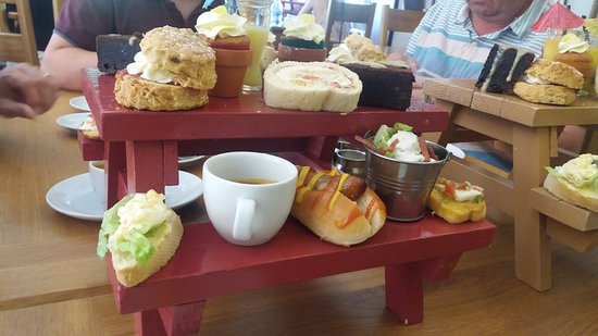 Bolton by Bowland, UK: Tea is served!