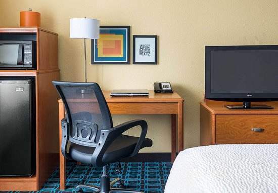 Muncie, IN: Guest Room – Work Desk