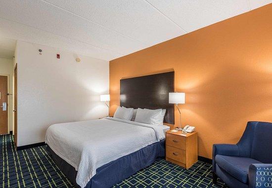 Fletcher, NC: King Guest Room
