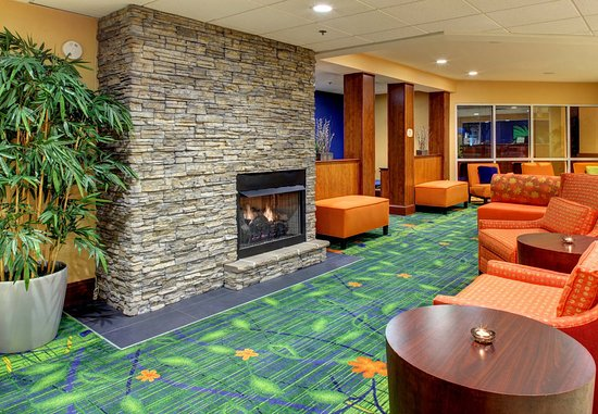 Fletcher, Carolina del Norte: Lobby Fireplace Seating
