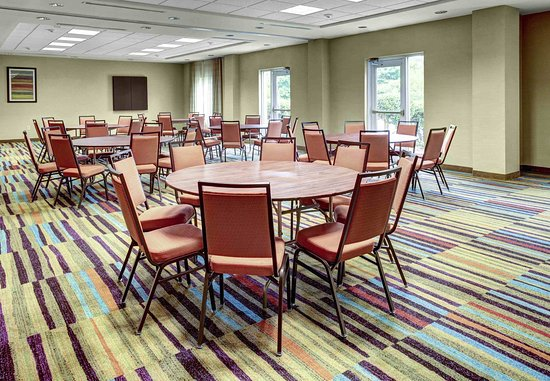 Meeting Space - Banquet Rounds - Classroom