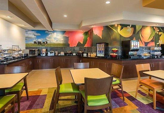 Jackson, MI: Breakfast Buffet