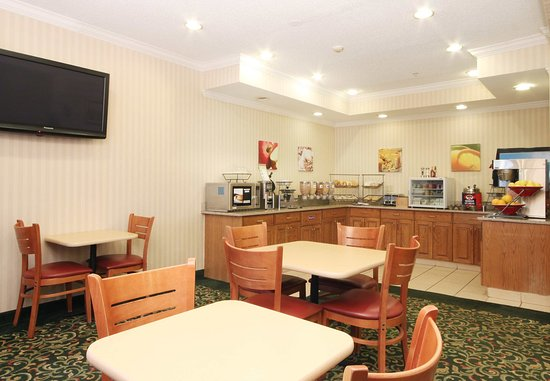Fairview Heights, IL: Breakfast Area