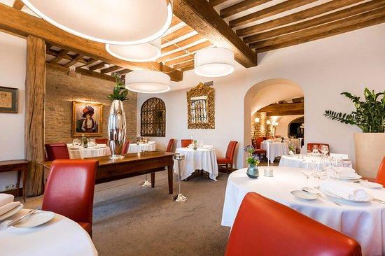 ชากนี, ฝรั่งเศส: Salle de restaurant