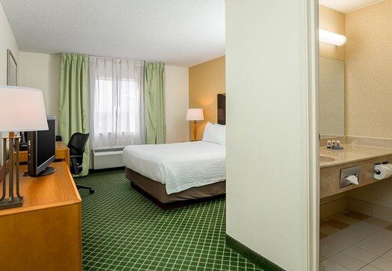 Fairborn, OH: Queen Guest Room