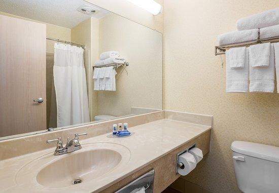 Fairborn, OH: Guest Bathroom