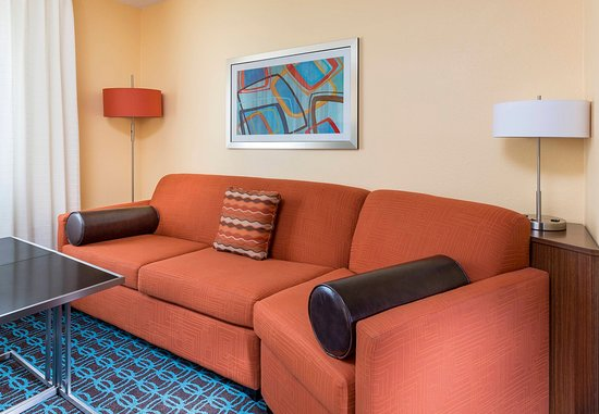 Lee's Summit, Миссури: Executive King Suite – Living Area