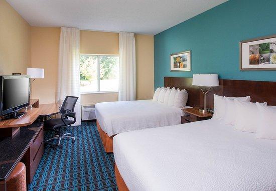 Terre Haute, IN: Queen/Queen Guest Room