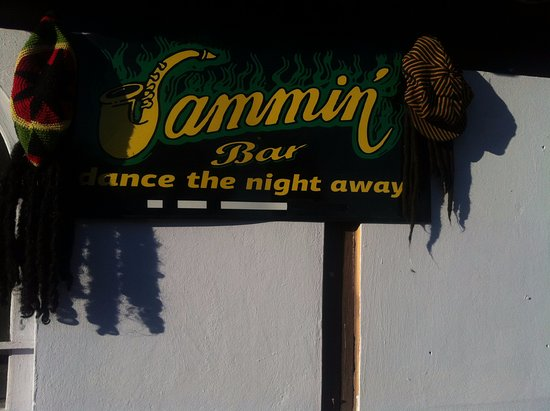 Alykanas, Griekenland: The jammin is offering dj's music, karaoke,live bands,for a excelent night out
