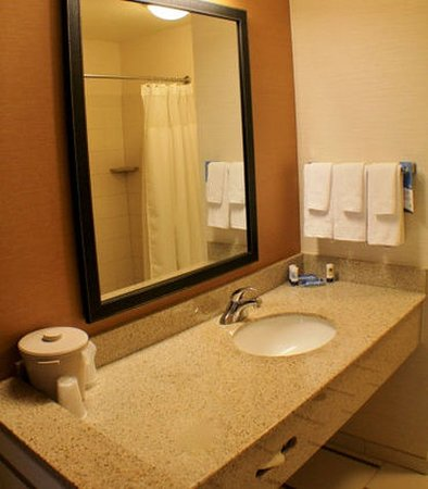 Yakima, WA: Suite Bathroom