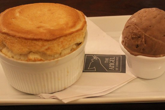 Corbridge, UK: Coconut and Alnwick rum soufflé, dark chocolate ice cream