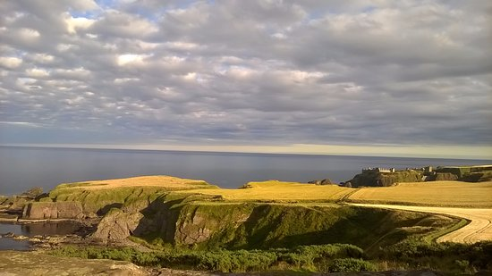 Stonehaven, UK: Breathtaking views around Dunnottar Castle