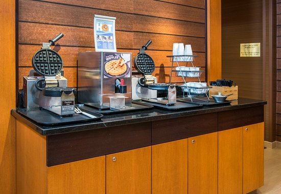 Fairfield Inn & Suites Frederick: Waffle Station