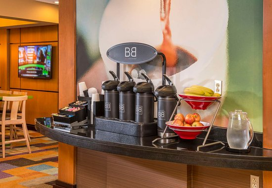 Fairfield Inn & Suites Frederick: Coffee Station