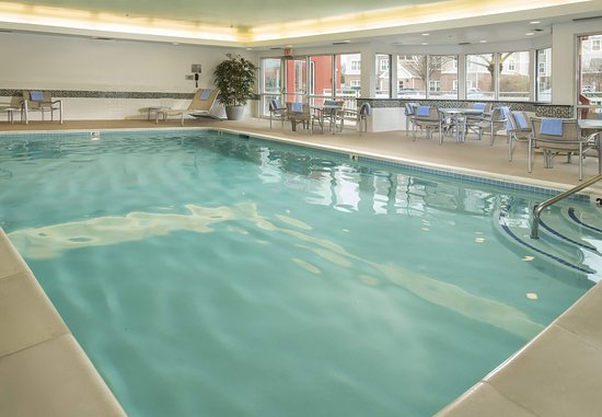 Fairfield Inn & Suites Frederick: Indoor Pool