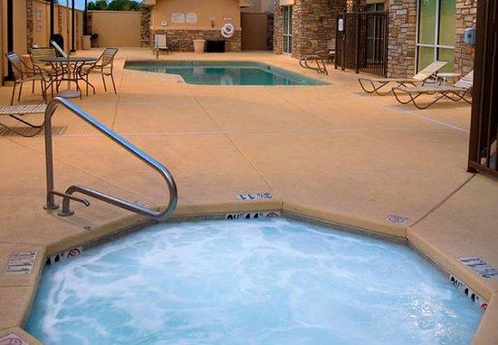 Clovis, NM: Outdoor Whirlpool