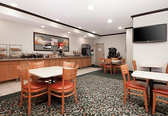 Coon Rapids, MN: Breakfast Dining Area