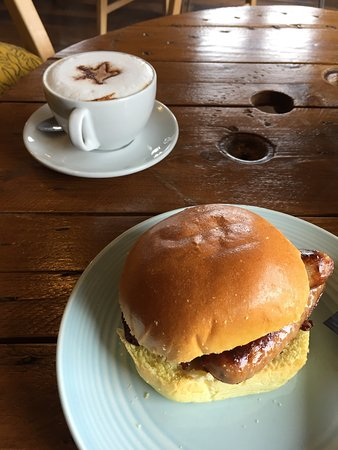 Minchinhampton, UK: Marvellous sausage in a Brioche bun