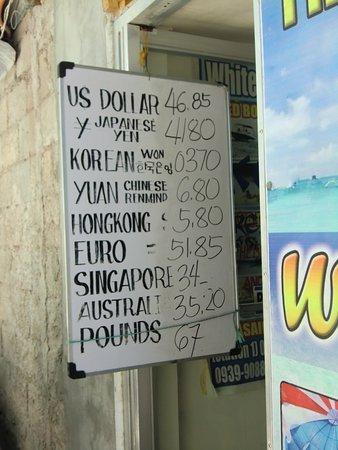 マライ, フィリピン, 入口にその日のレートが記載されている。この店はシーガイアとつながっている