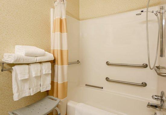 Bay City, MI: Accessible Bathroom