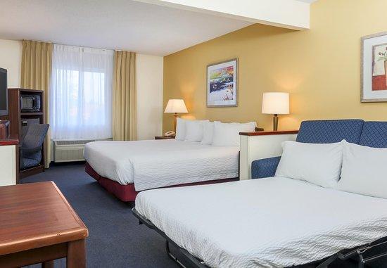 Bay City, MI: Executive King Suite - Sofa Bed