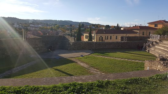 Monte San Savino, İtalya: teatro e panorama