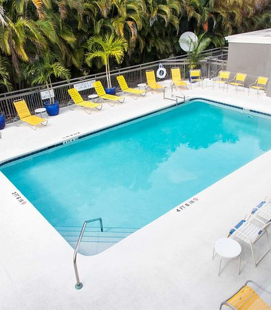 Fairfield Inn & Suites Fort Myers: Pool