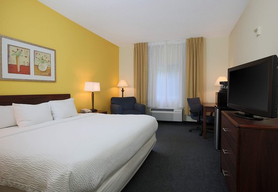 Warren, OH: Accessible King Guest Room