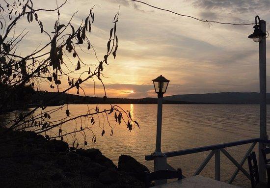 Vatera, Yunani: Beautiful sunsets over the Gulf of Kalloni