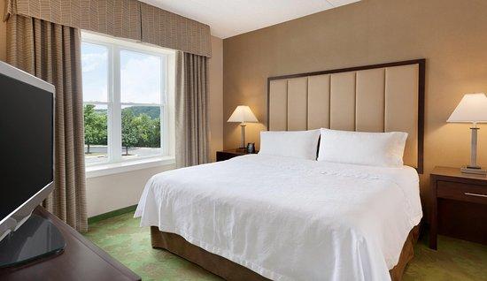 Mechanicsburg, PA: One King Bedroom
