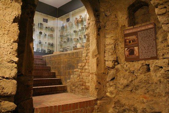 Vac, Hungria: Medieval cellar