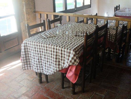 Torrent, Spanien: Unas mesas muy acogedoras para una velada especial.