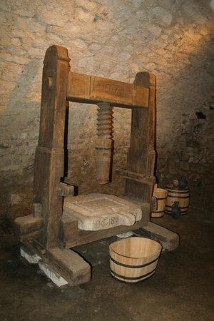 Vac, Hungria: Medieval cellar3