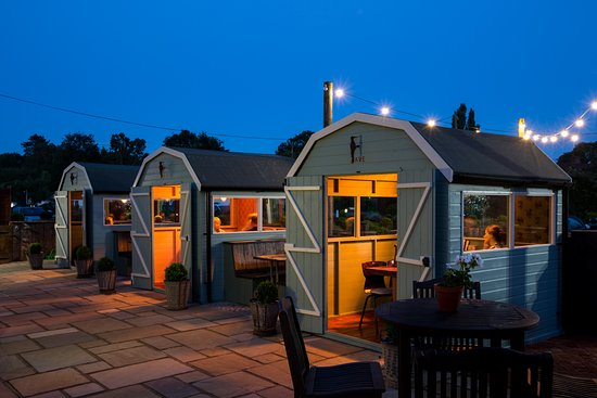 Egham, UK: Our lovely heated dining huts!