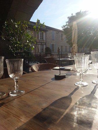 Monflanquin, Γαλλία: Aldayaa - Rayons de soeil sur la terrasse