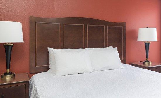 Shawnee, OK : Queen Bed