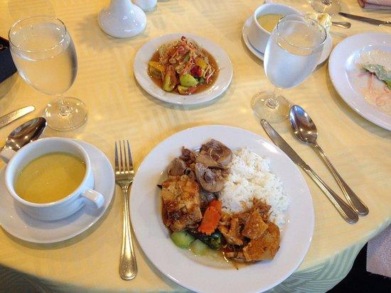 Pakse, لاوس: อาหารบุฟเฟต์