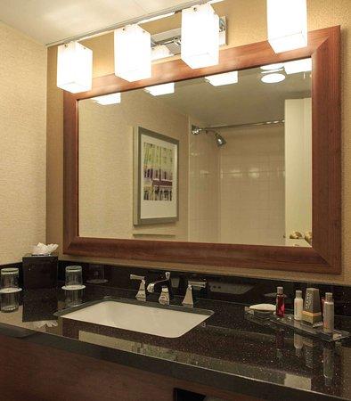 Charleston, Virginia Occidental: Guest Bathroom