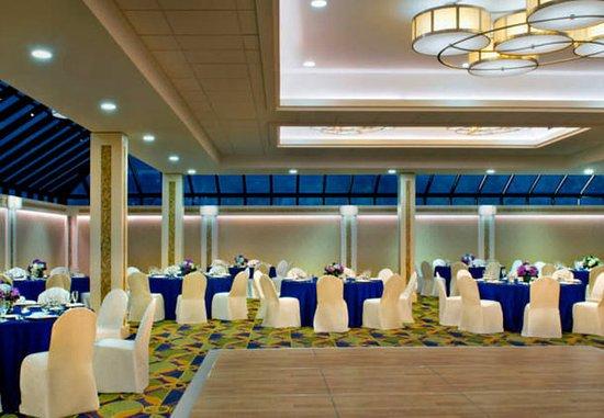 Uniondale, Nowy Jork: Chardonnay Room – Evening
