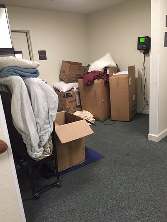 John Muir Lodge: Not cozy, not charming and not clean