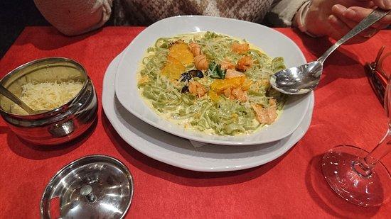 Pizzeria la Gondola : Tagliatelles au saumon.