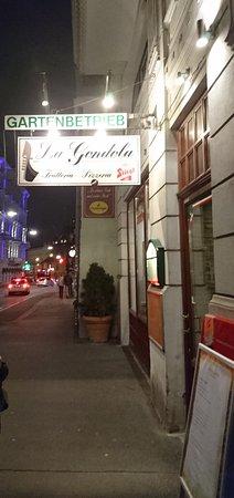 Pizzeria la Gondola : Entrée du restaurant.
