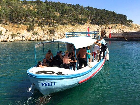 Vrbnik, Croácia: Basiseigenes Boot für Einzelausfahrten( z. b. Wrack Peltastis)