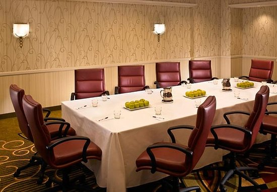 Downers Grove, IL: Boardroom