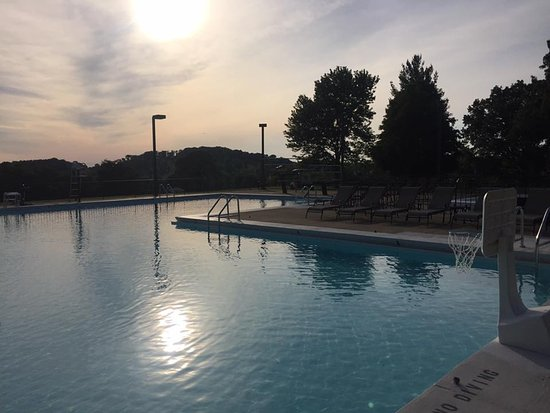 Somerset, KY: Sunset at the pool