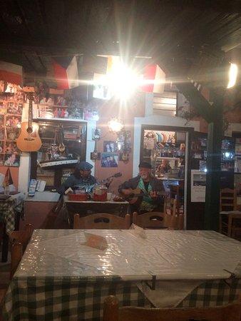 Santorini Mou: Live music
