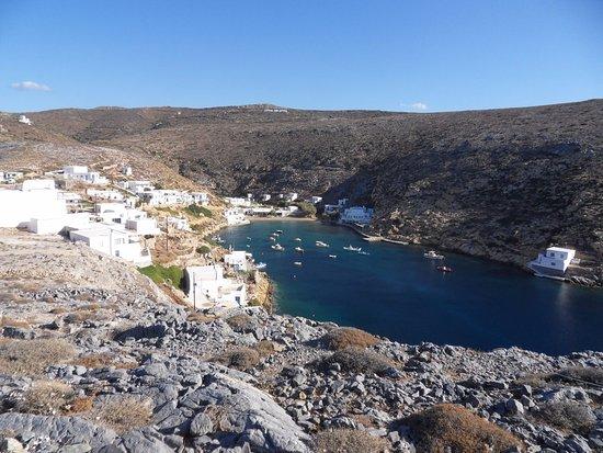 Сифнос, Греция: Vue sur le petit port de Cheronissos