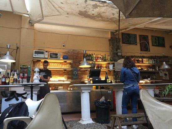 Restaurante bar jardin en barcelona con cocina otras for Bar jardin barcelona
